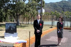 卒業記念碑除幕式